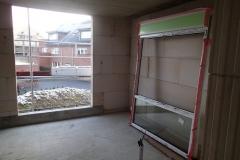 Gekoppeltes Fenster mit dem Rollladenkasten vor Montage