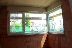 Eckvitrine mit einem Dreh-Kipp Fenster